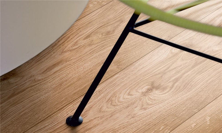 Pergo dark oak plank u franse eik laminaat concurrent